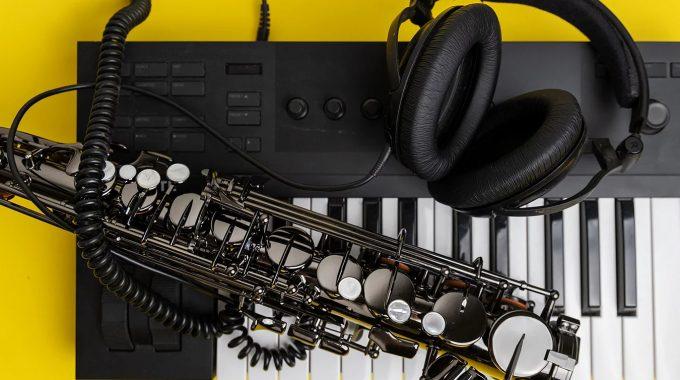 Buy An Emeo Digital Saxophone Through Rosario Giuliani